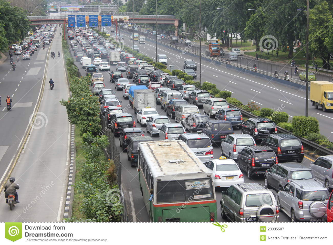 traffic jam in jakarta Jakarta – a car thief was arrested earlier this week after becoming stuck in a  traffic jam in west jakarta in the vehicle he had just stolen,.