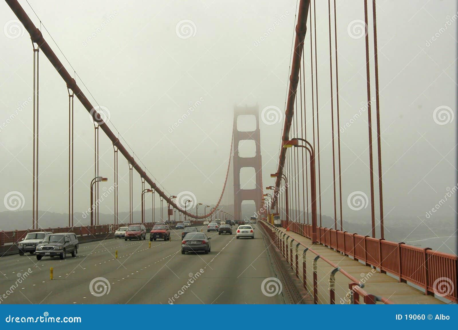 Traffico del cancello dorato