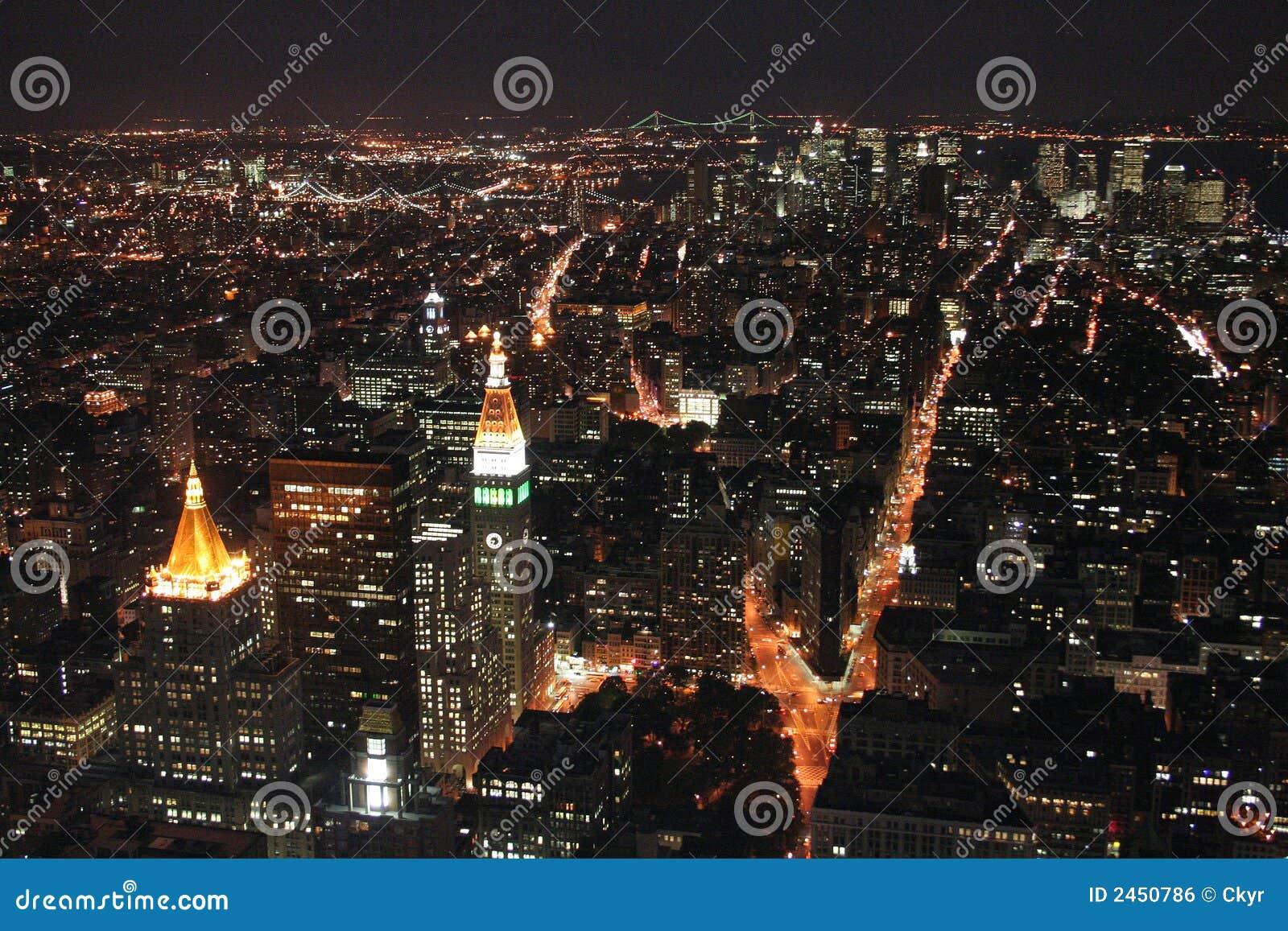 Traffico di notte a new york immagine stock libera da for Foto new york notte