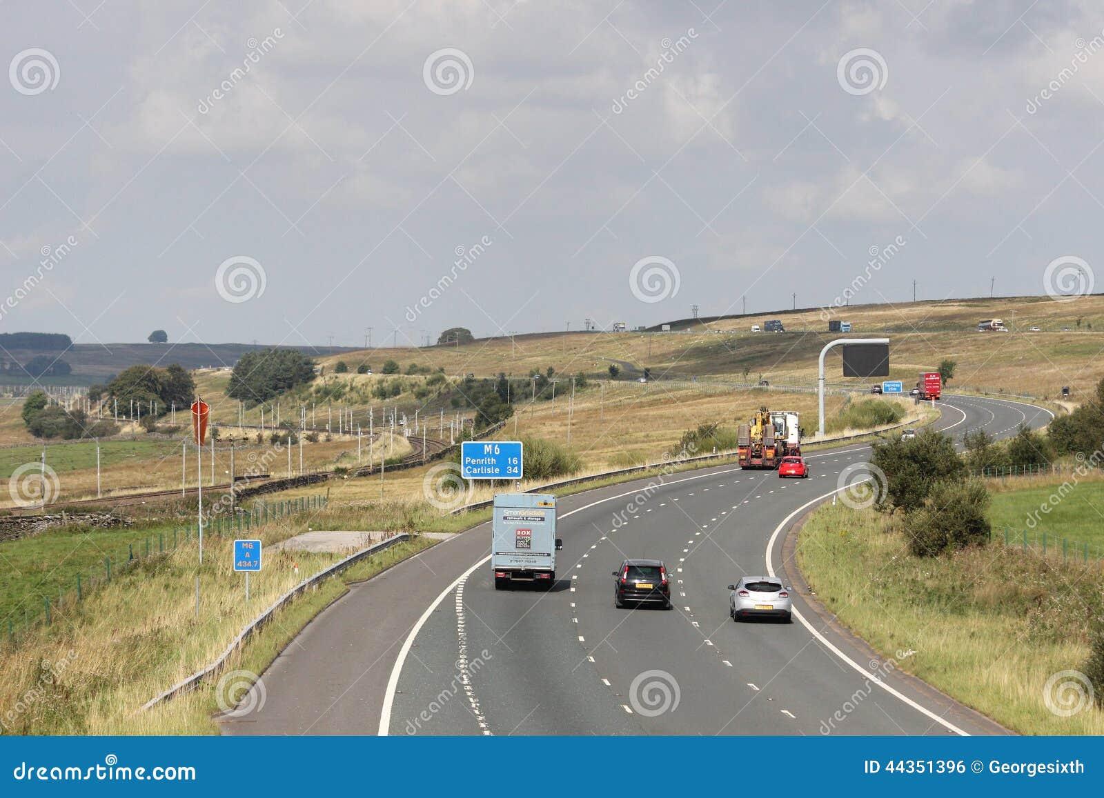 Traffico sulla strada carraia diretta a nord Shap dell autostrada M6
