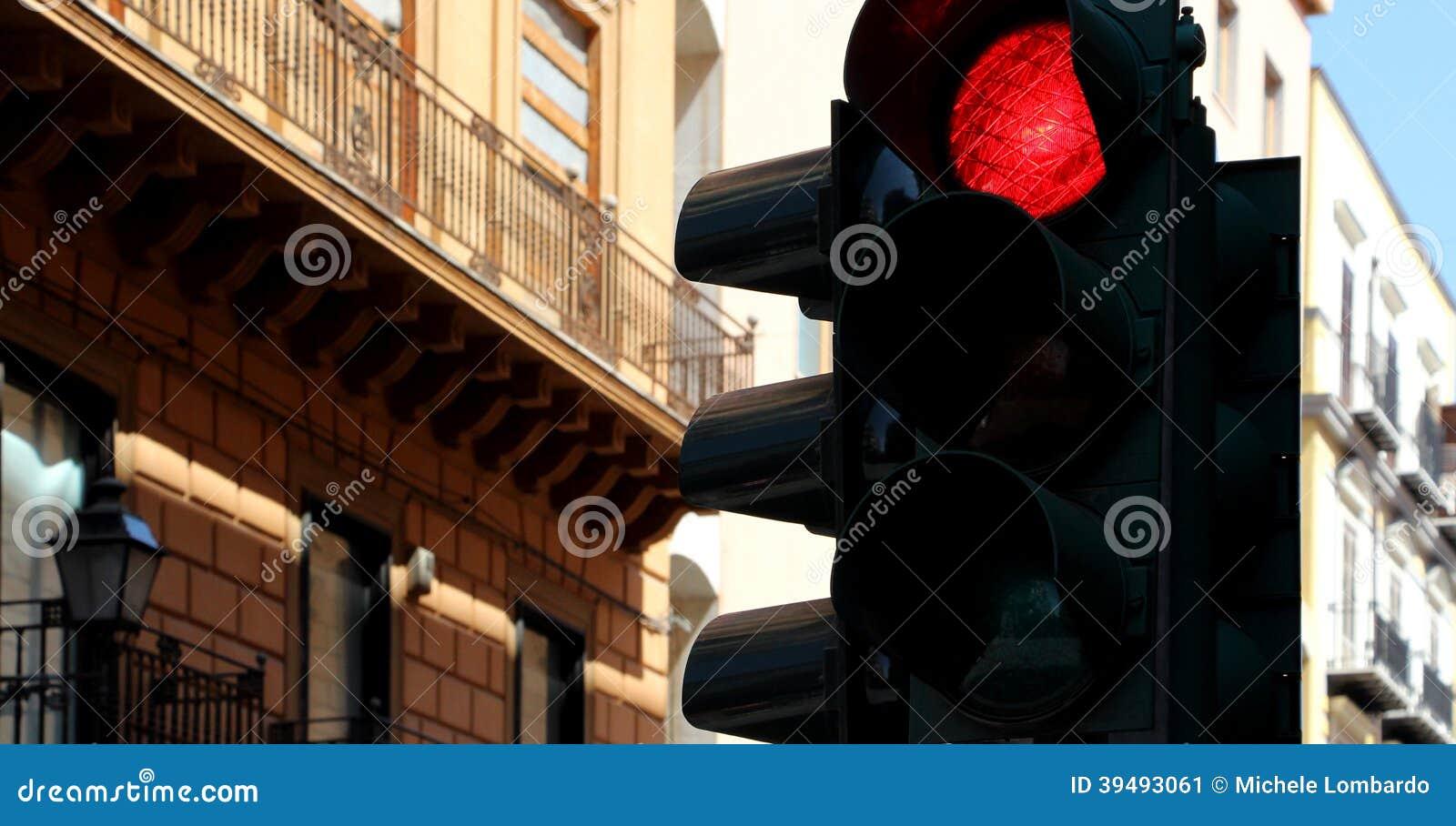 Trafikljus som är röda