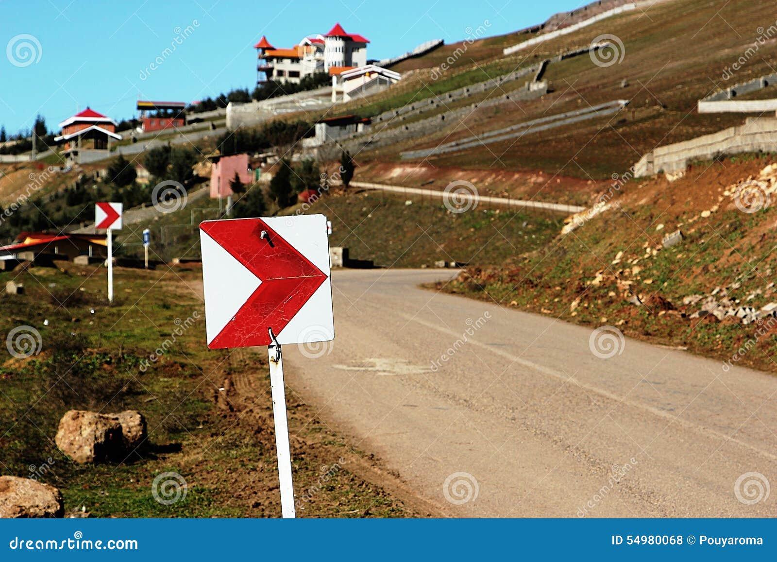 Trafiktecken på en väg