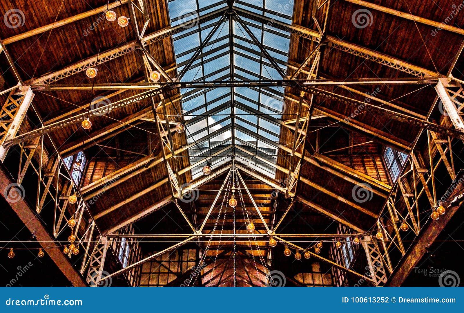 Tragaluz arquitectónico de Warehouse y techo abierto