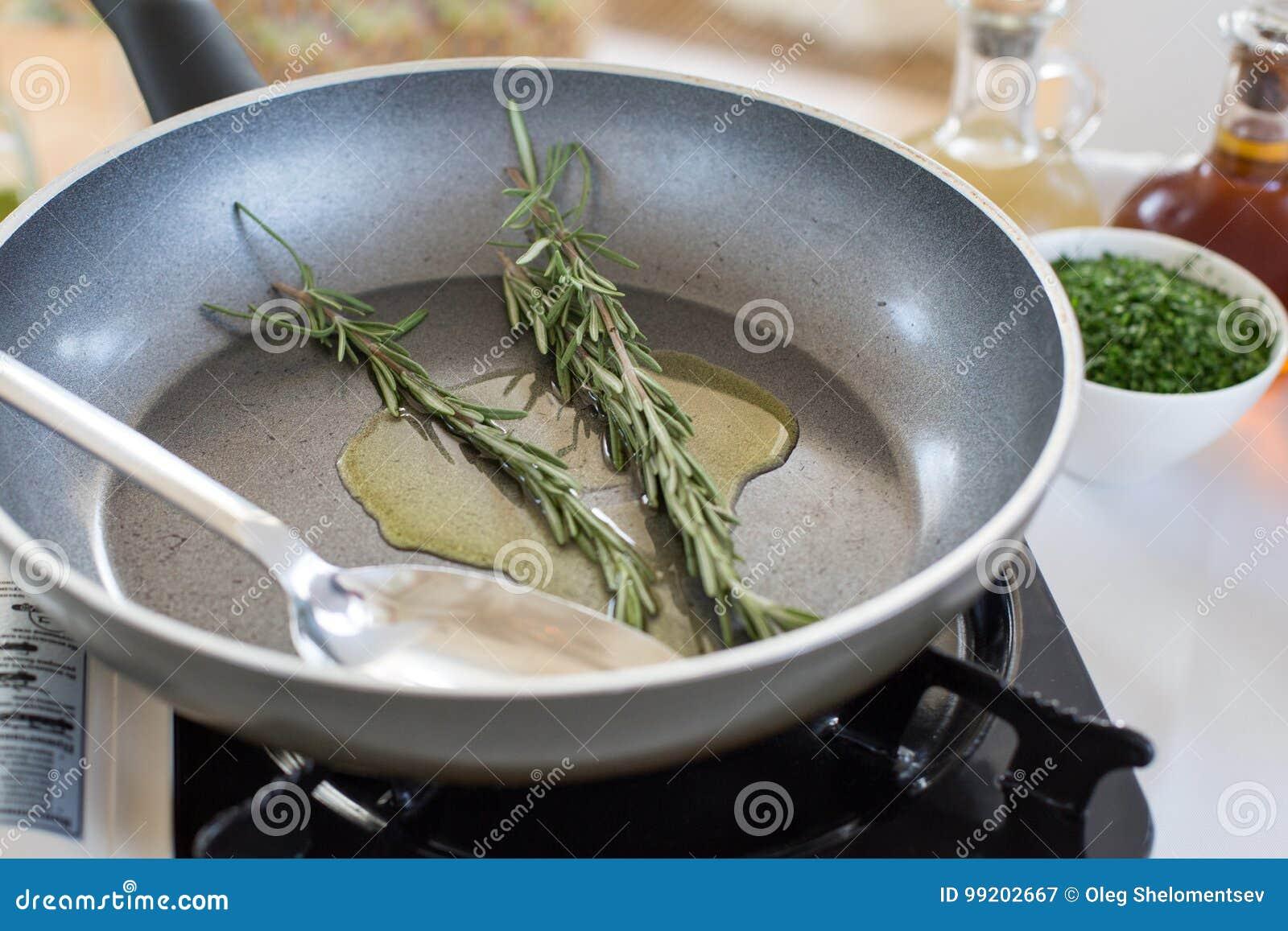 Tragbarer Gasherd Auf Dem Tisch Stockbild Bild Von Stahl Kochen
