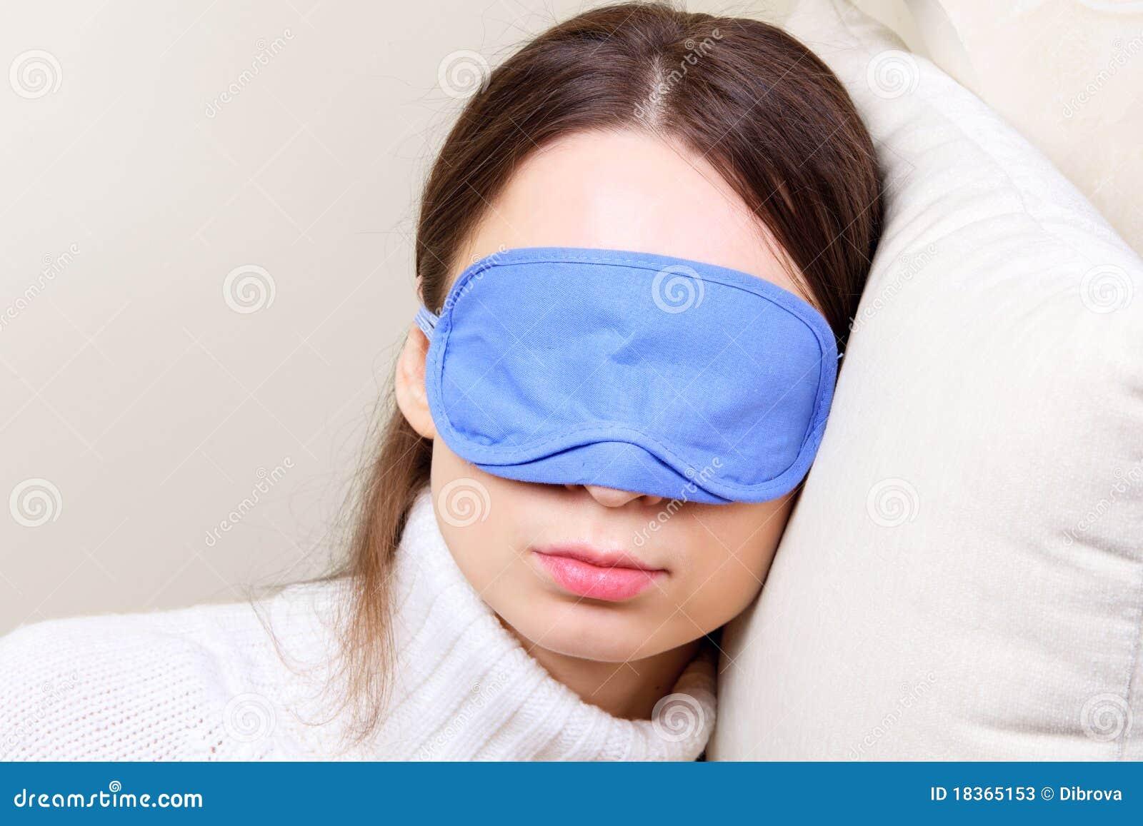 Tragende Schlafschablone der Frau