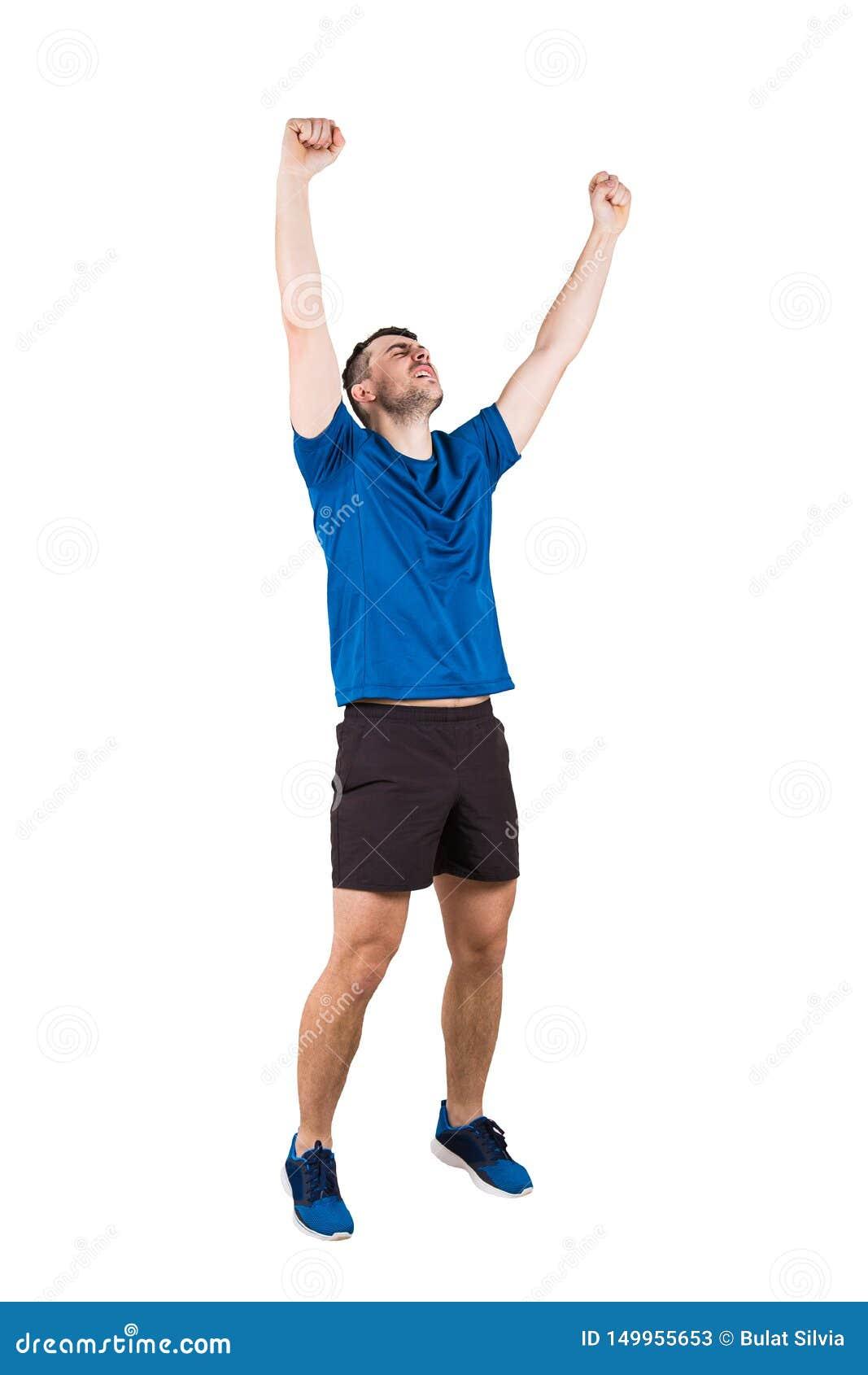 Tragende Sportkleidung des sportlichen Kerls seinen Gewinn ehren lokalisiert über weißem Hintergrund