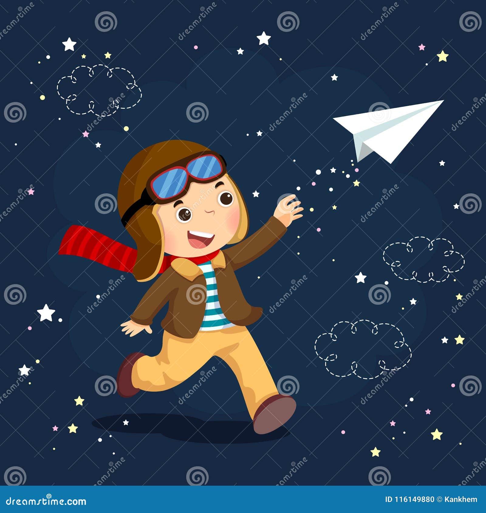 Tragender Sturzhelm des kleinen Jungen und Träume des Werdens ein Flieger whil