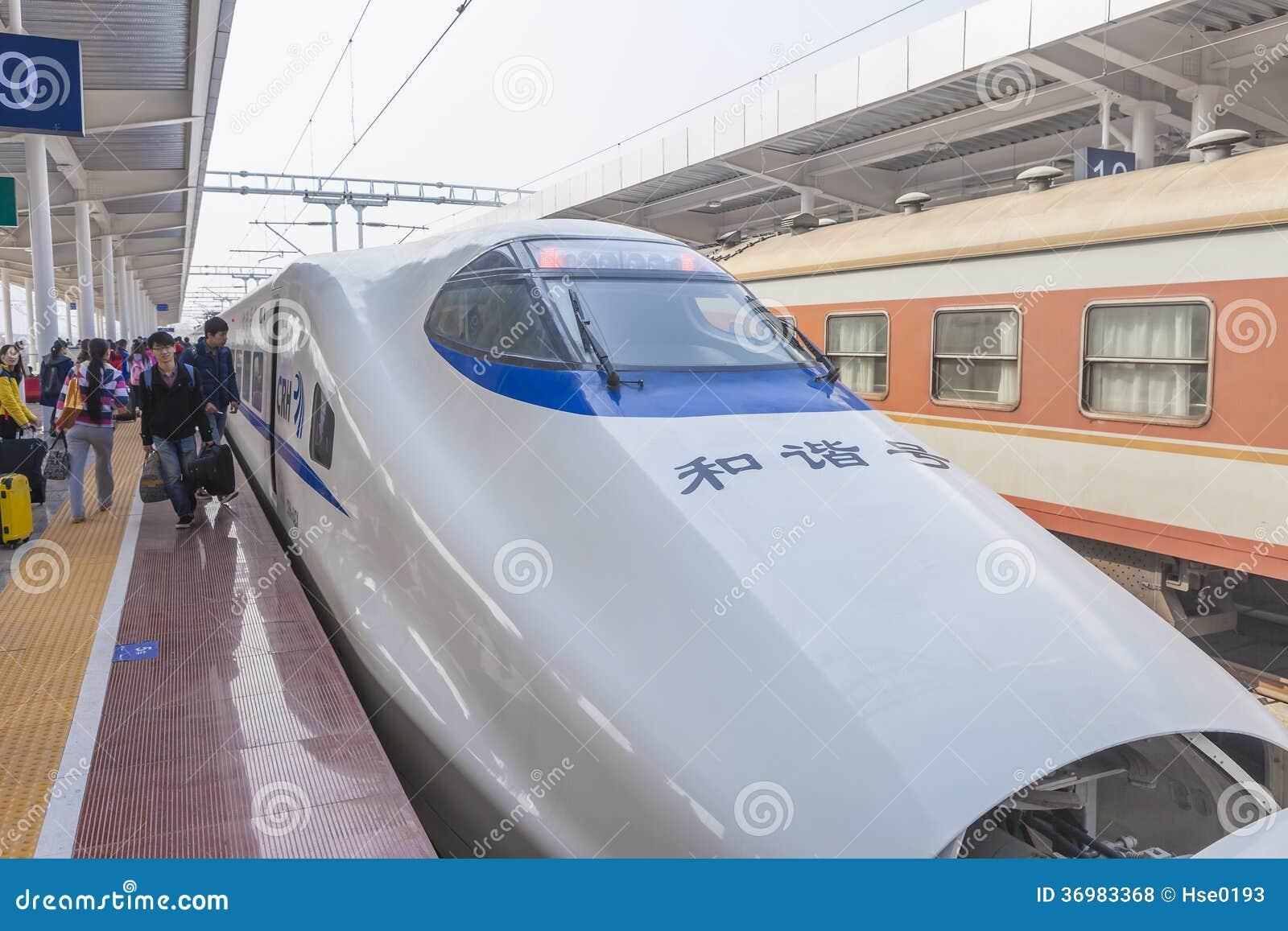 Train à grande vitesse dans des vacances de festival de printemps de Chinse