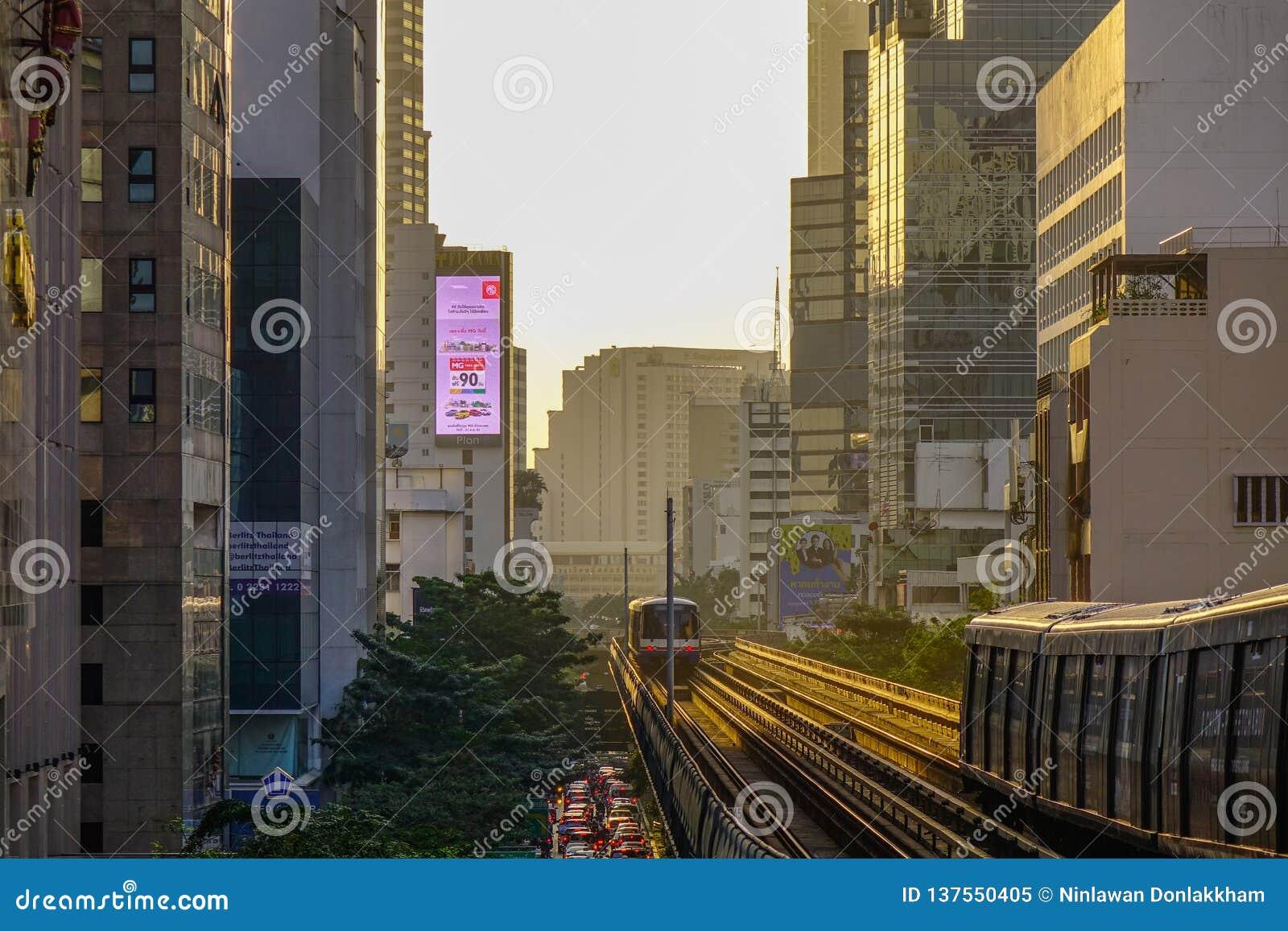 Train de BTS sur la voie ferroviaire