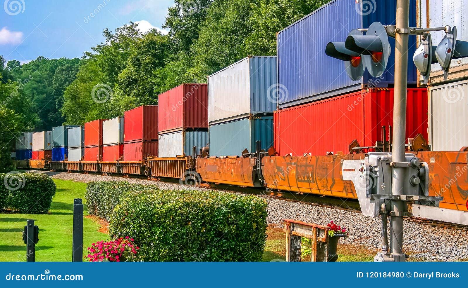 Train de fret coloré