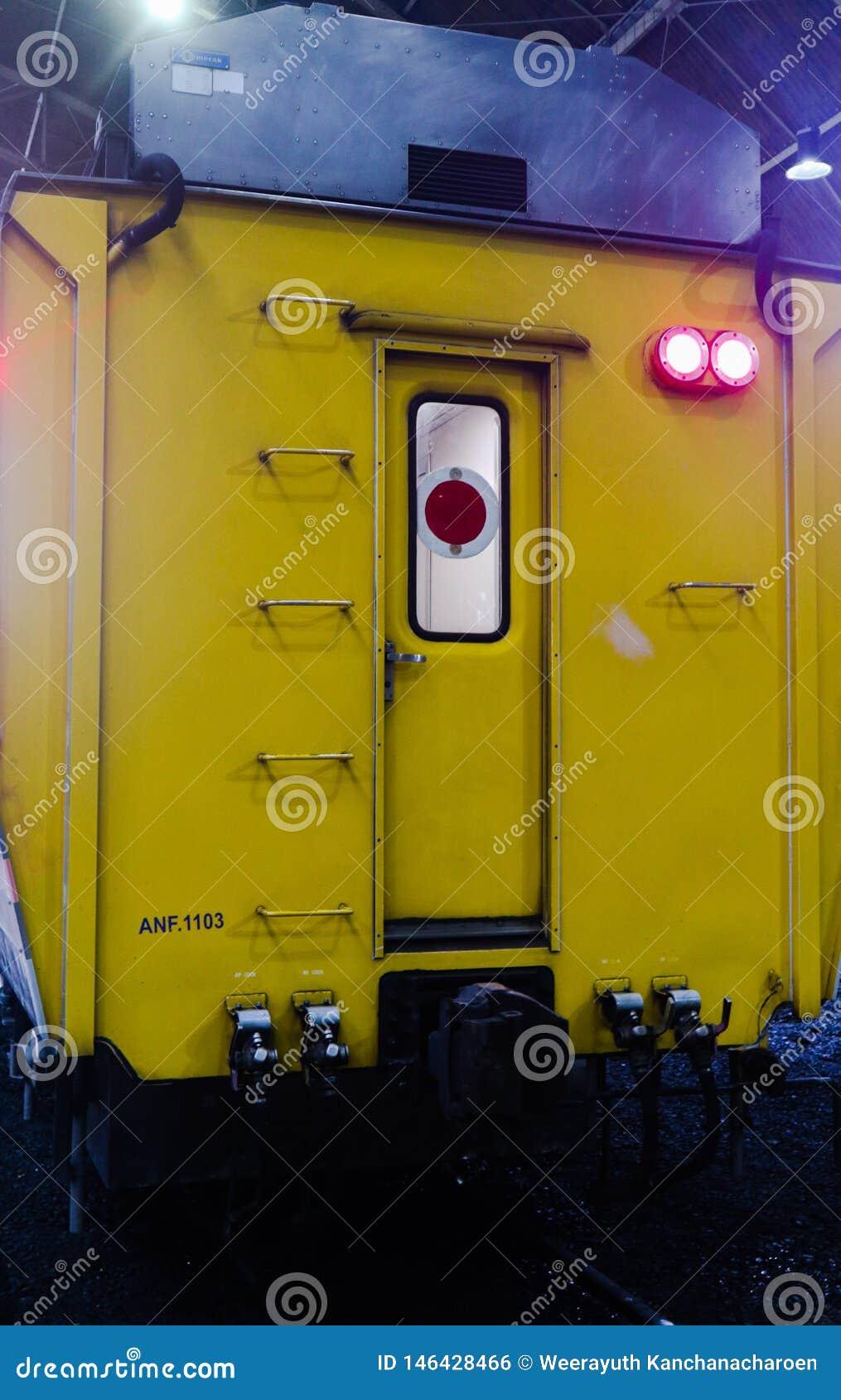 Train de masse moderne Bangkok Tha?lande pour le transport de passagers