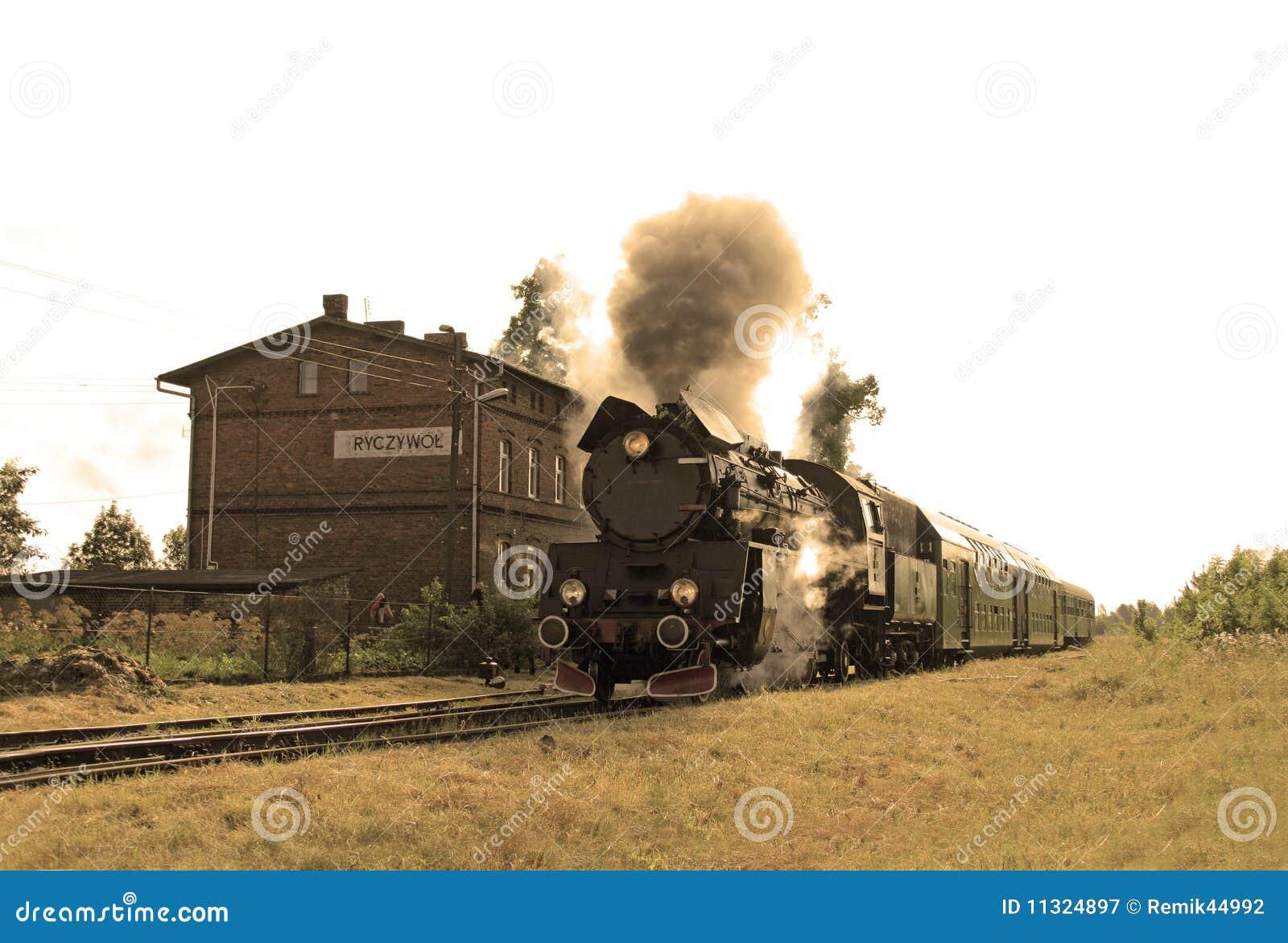 Train de vapeur à la gare