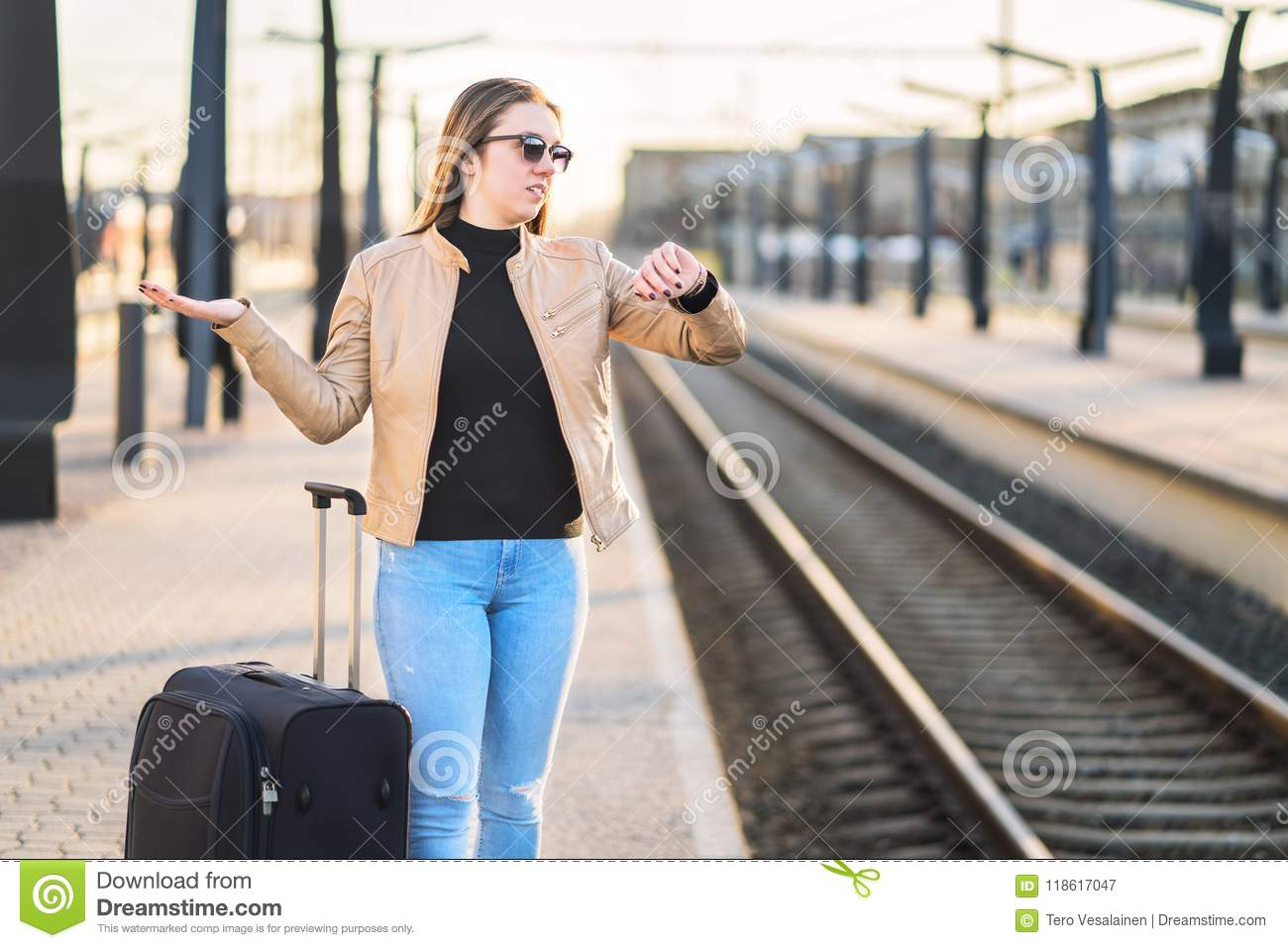 Train late, delayed, canceled or behind schedule.