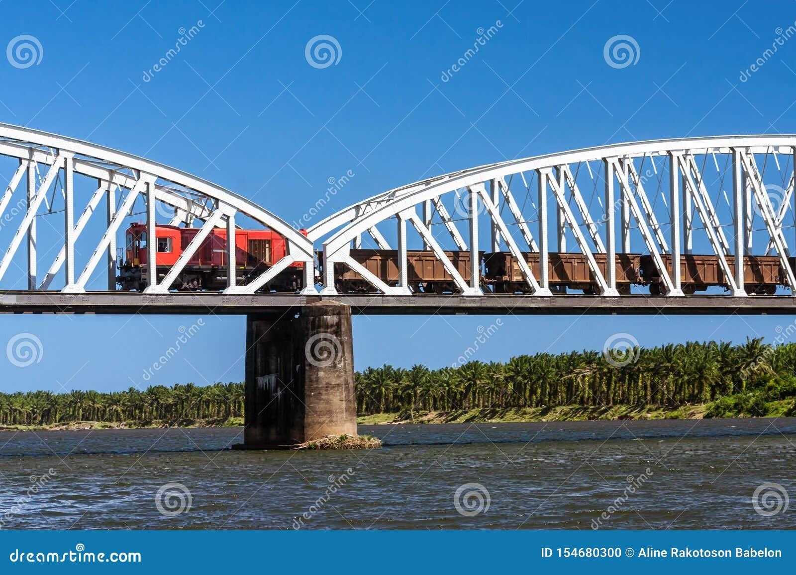 Train sur le pont