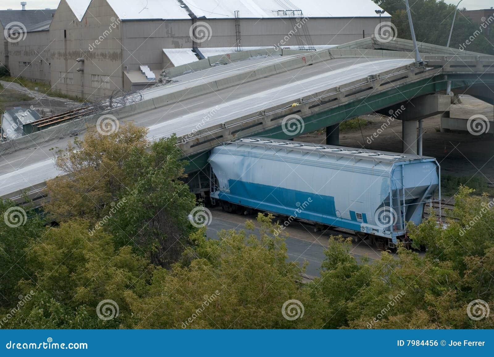 Train Under Collapsed 35W Bridge