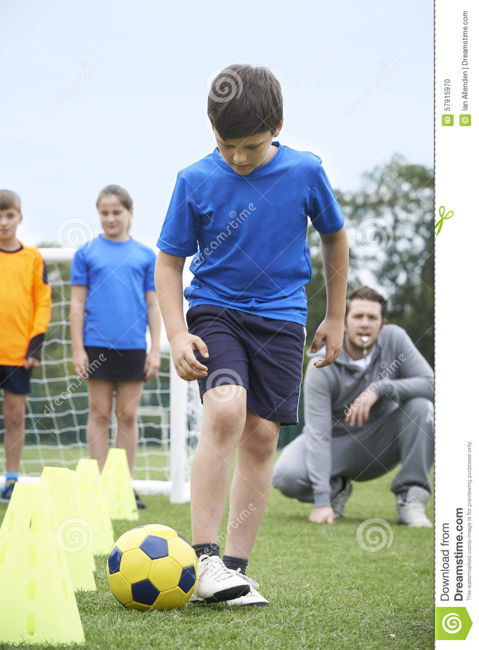 Trainer-Leading Outdoor Soccer-Schulungseinheit