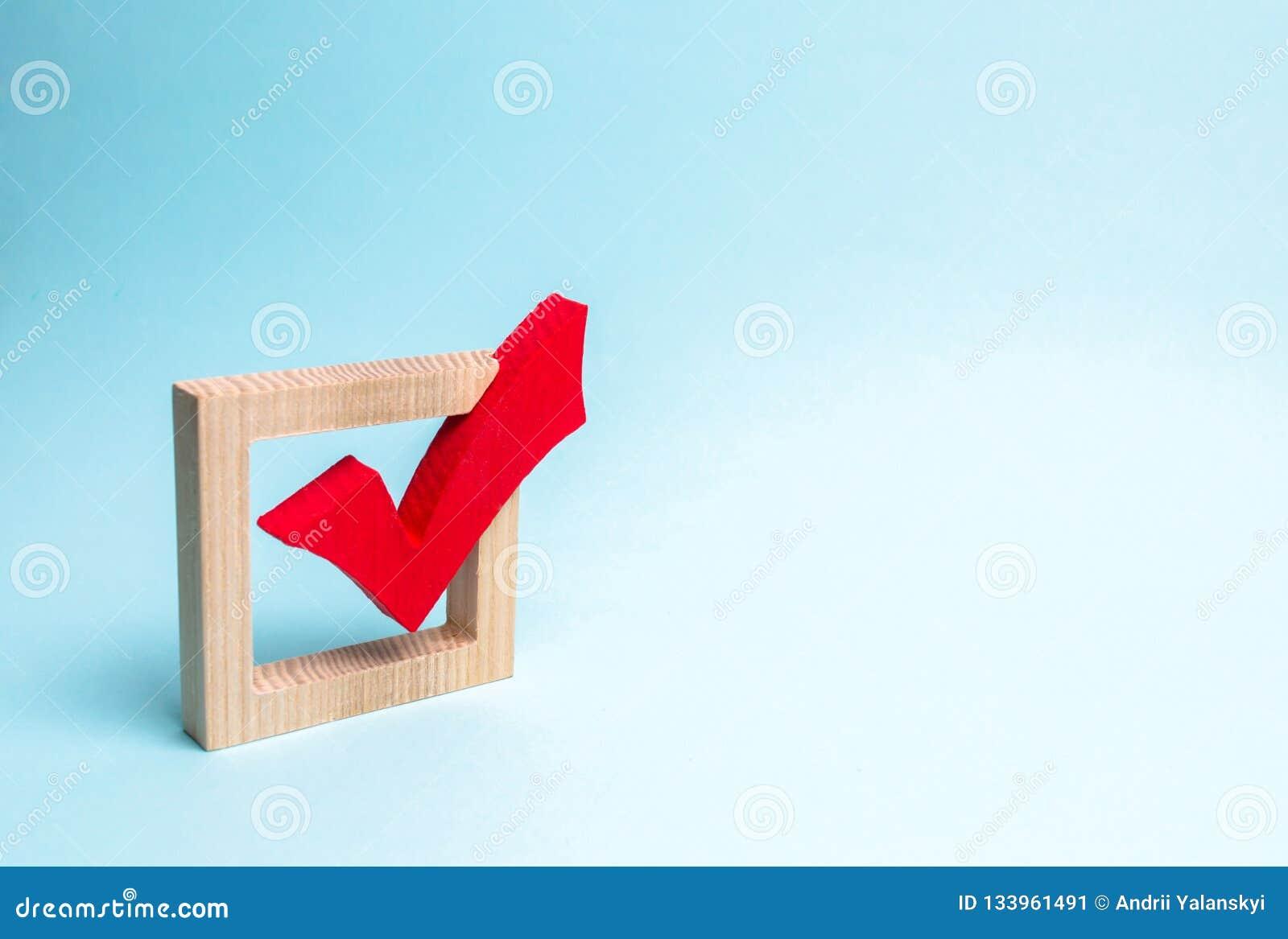 Trait de repère en bois rouge pour voter sur des élections sur un fond bleu Présidence ou élections parlementaires, un référendum