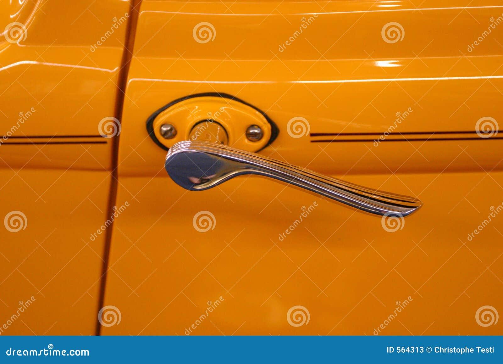 Traitement de trappe de véhicule de cru