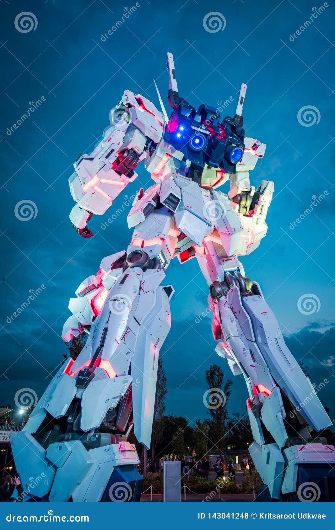 Traje móvil RX-0 Unicorn Gundam en el buceador City Tokyo Plaza en el área de Odaiba, Tokio