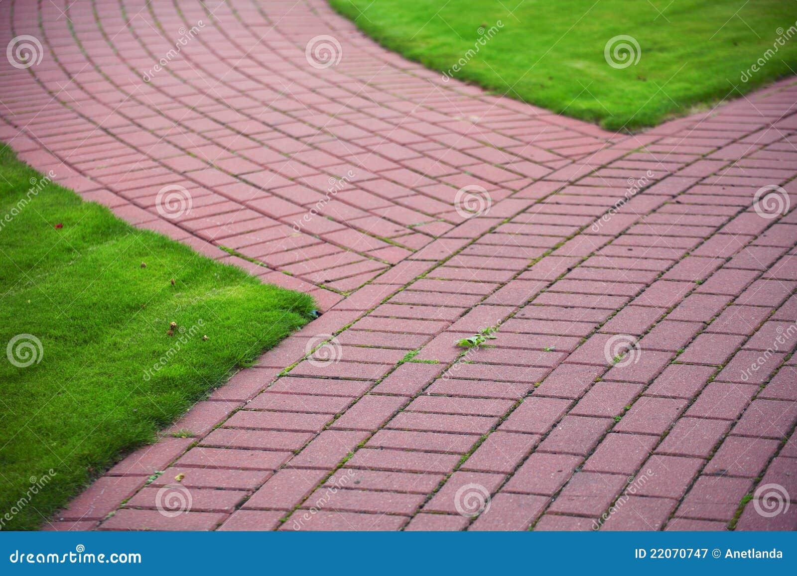 pedras para jardim em sorocaba:Stone Garden Path with Grass