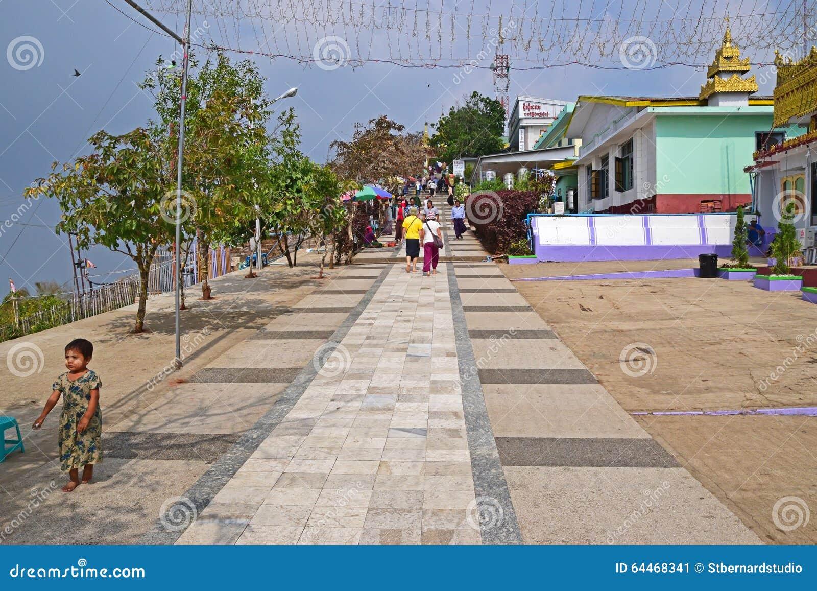 Trajeto subida ao pagode de Kyaiktiyo no estado de segunda-feira, Burma