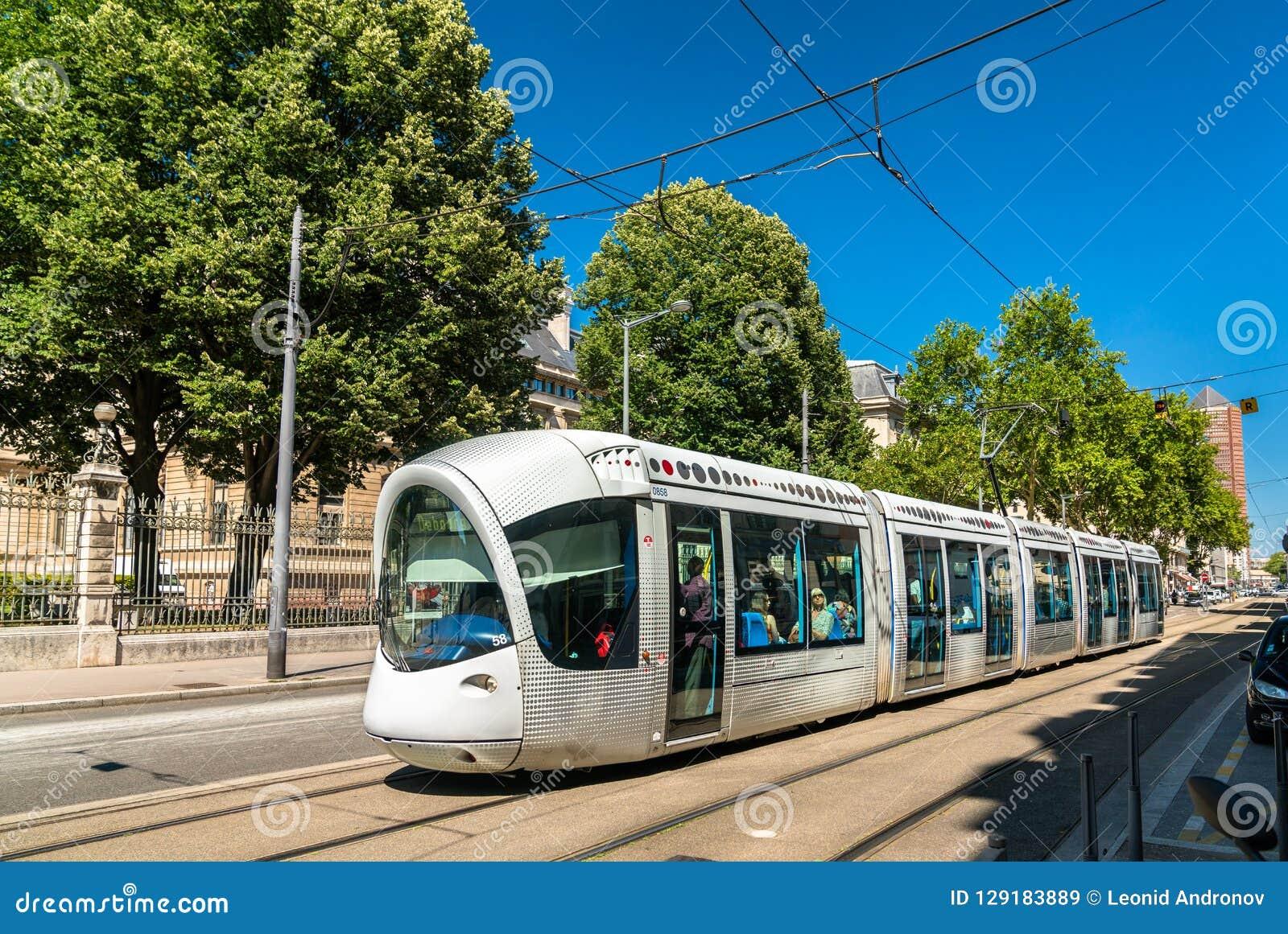 Tram Alstom-CITADIS 302 in Lyon, Frankreich