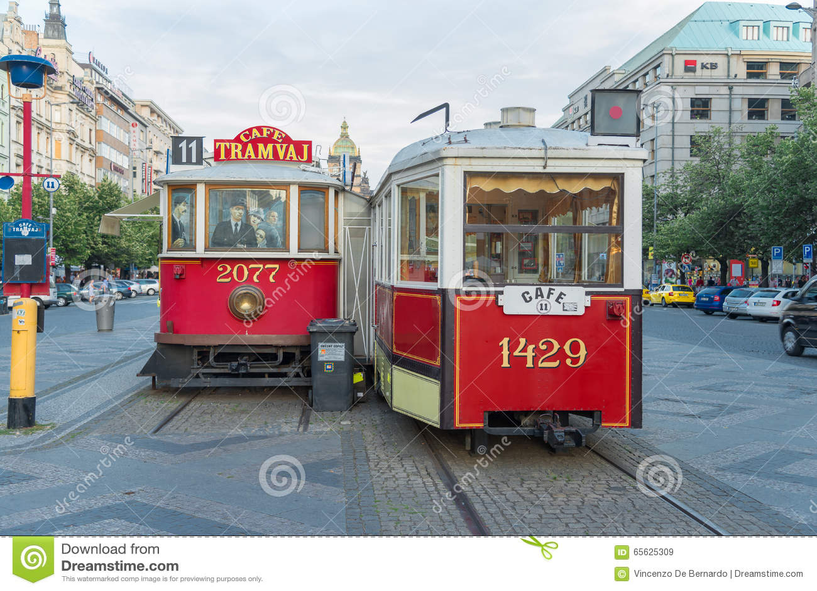 Tram antique trasformed dans la barre - Prague