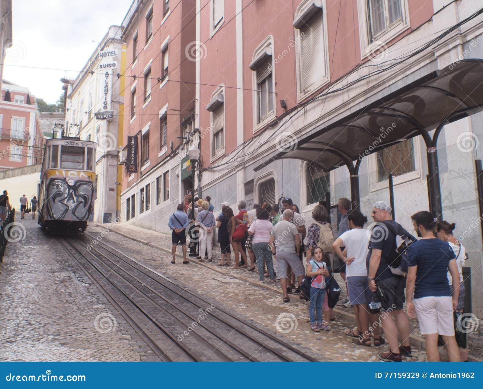 TRAM PORTUGAL DE JAUNE DE LISBONNE