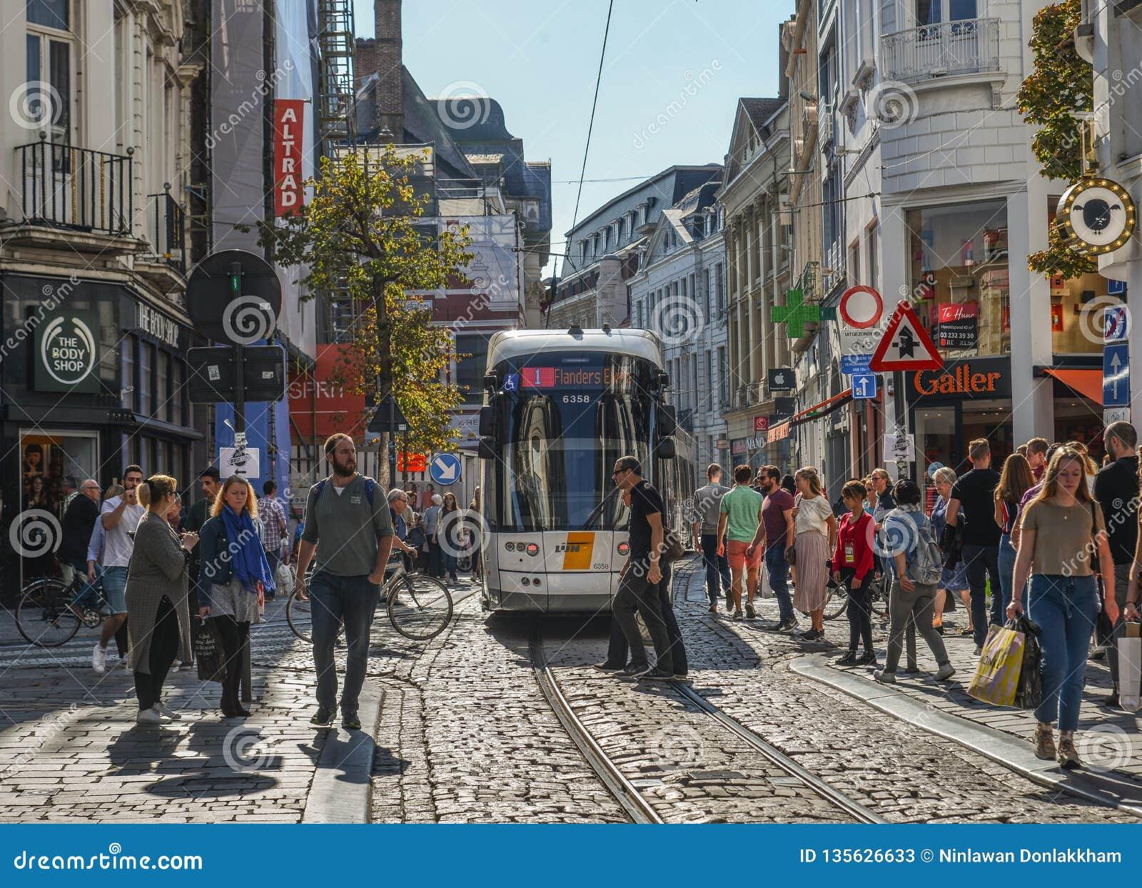 Tram sur les rues de Gand, Belgique