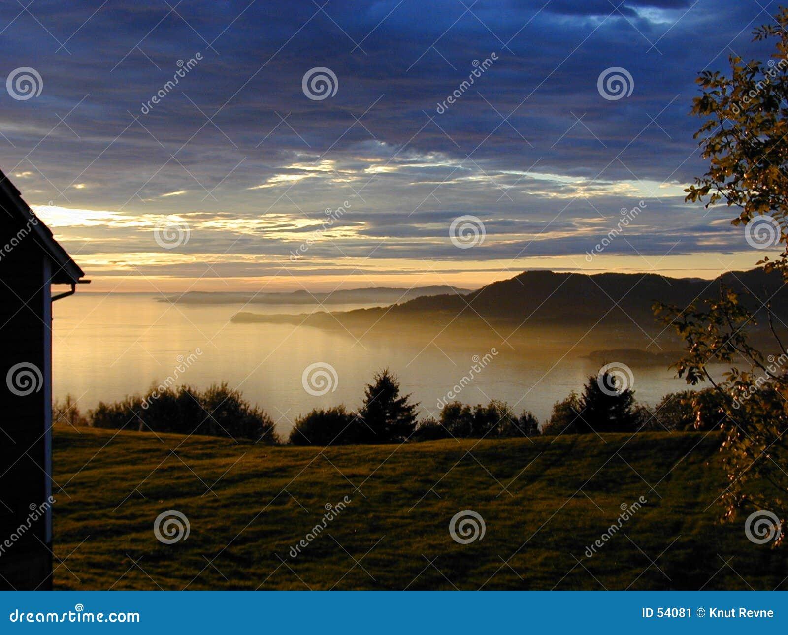 Download Tramonto immagine stock. Immagine di tramonto, collina, piante - 54081