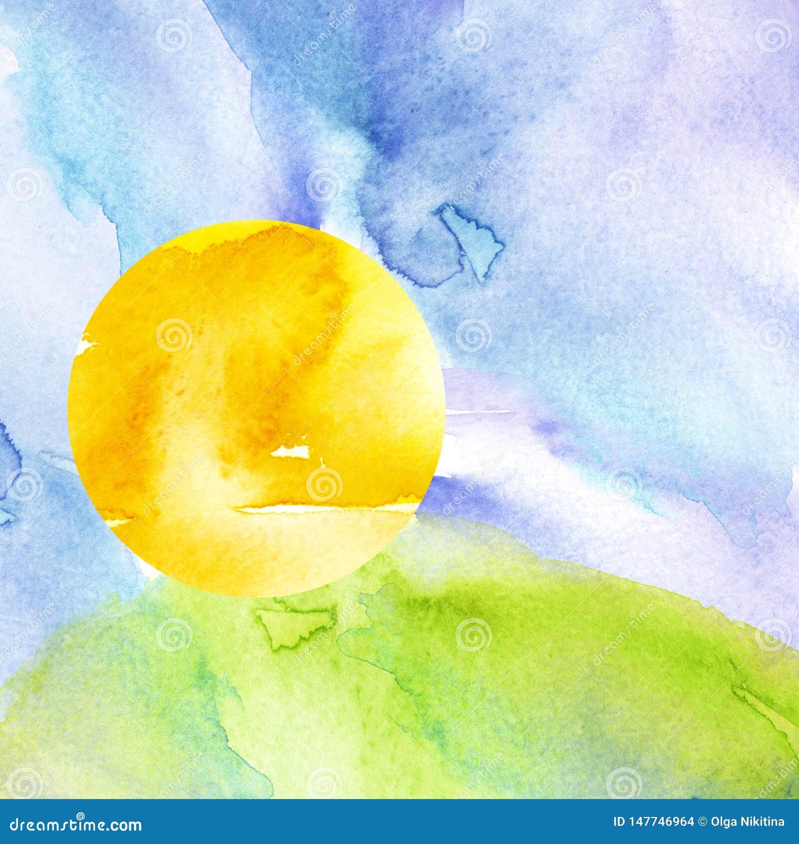 Tramonto, alba, sole giallo e arancio, cielo blu con le nuvole Erba verde, collina