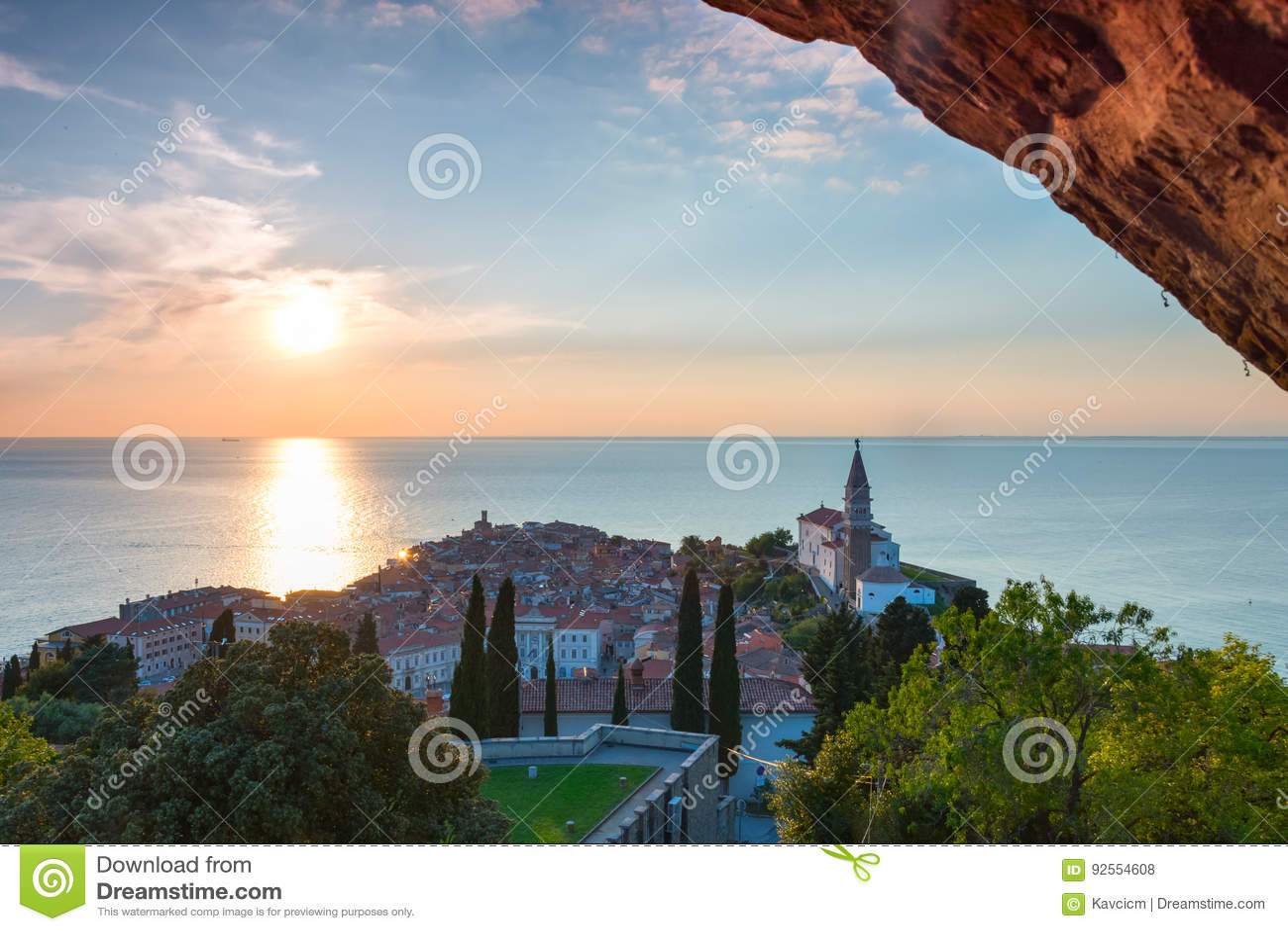 Tramonto in città adriatica Piran