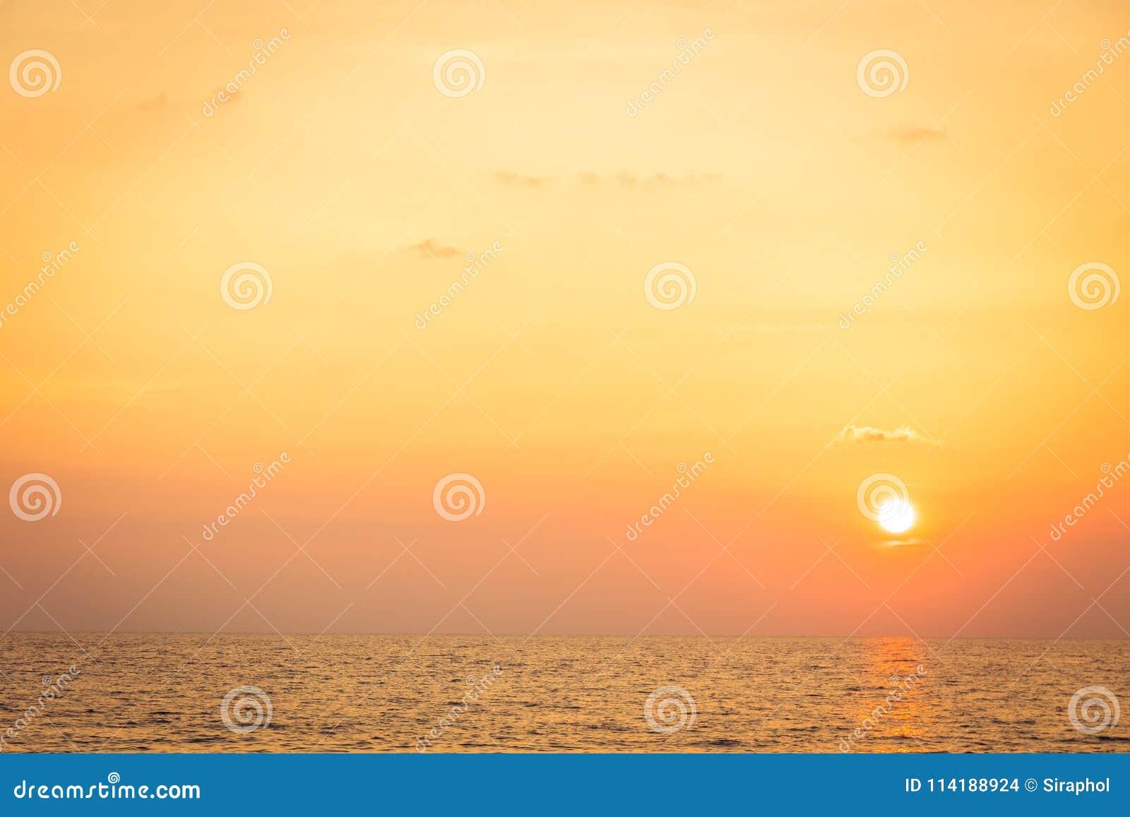 Tramonto con il mare