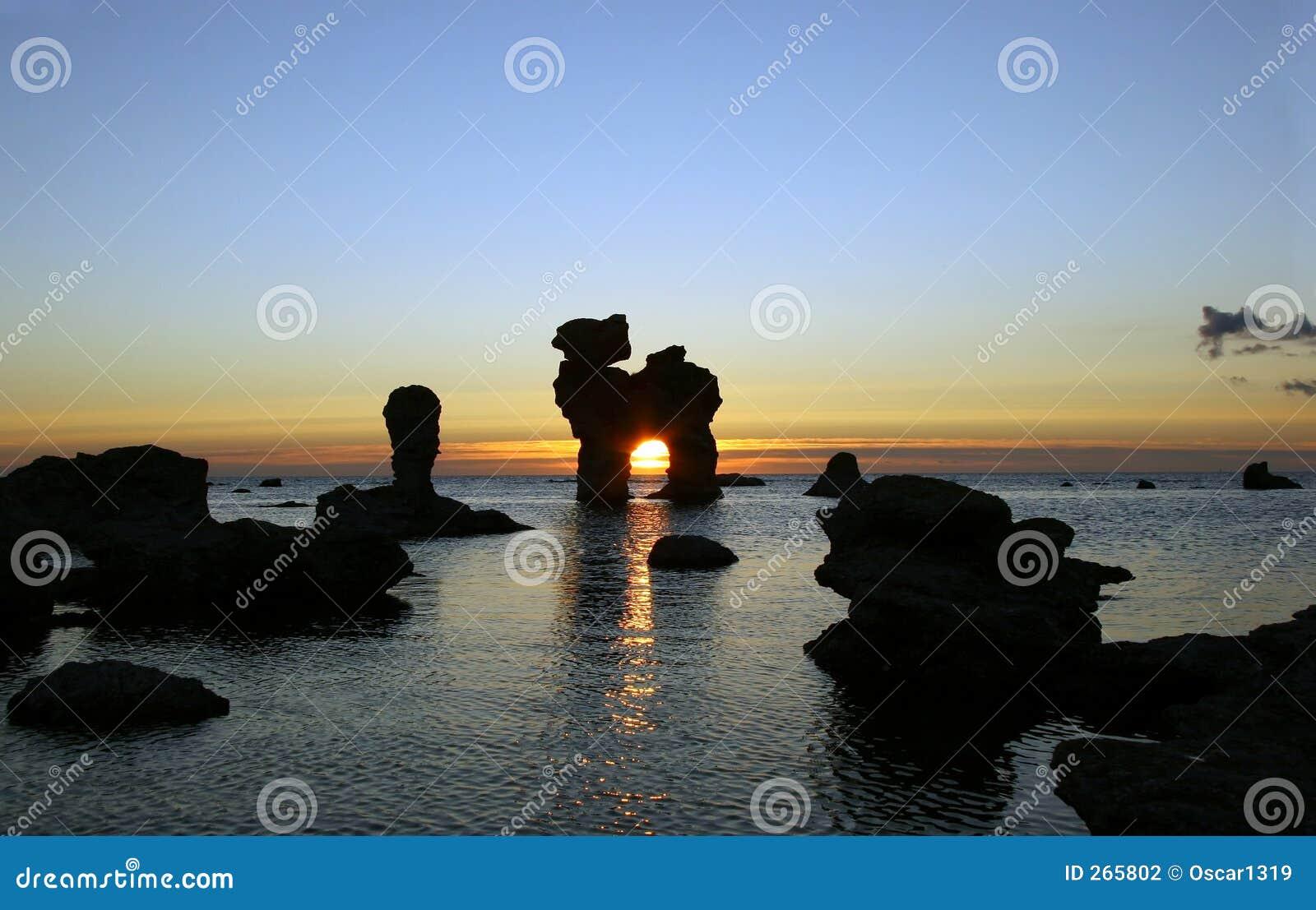 Tramonto con le rocce