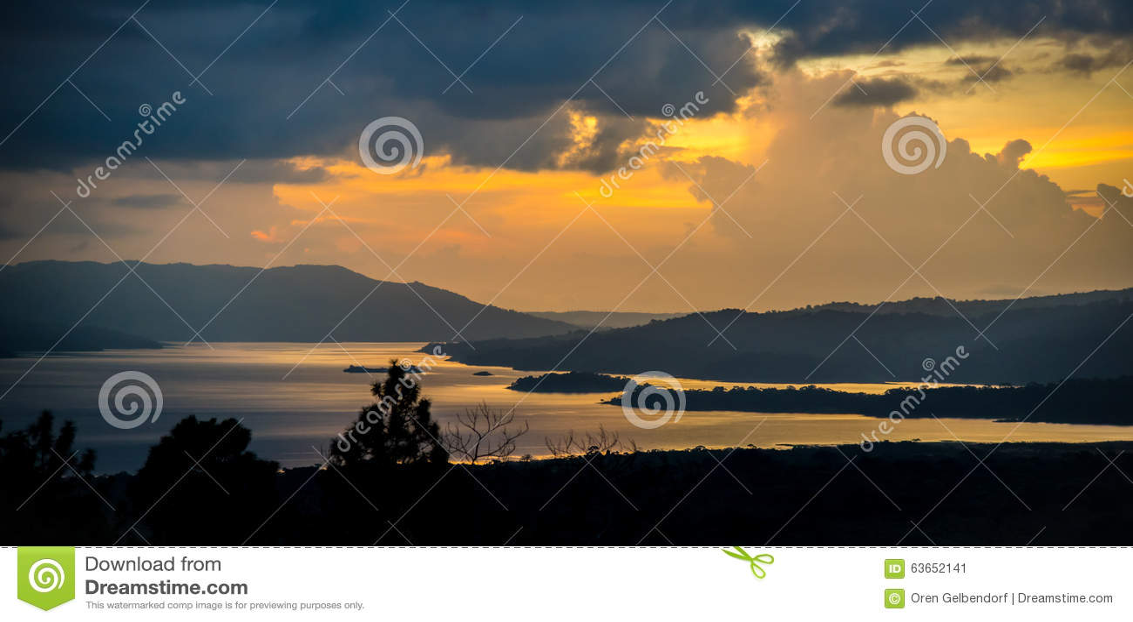 Tramonto del lago Arenal