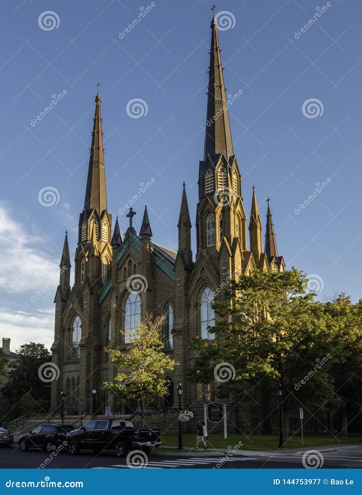 Tramonto di estate sopra la cattedrale della basilica della st Dunstan a Charlottetown