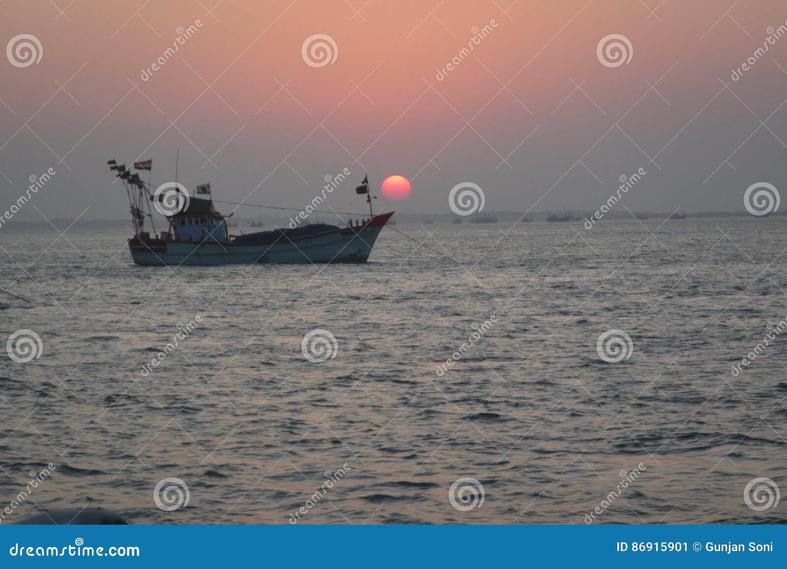 Tramonto e barca