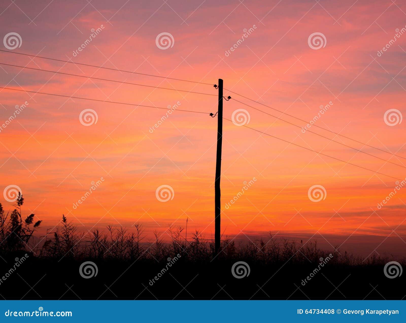Tramonto ed elettricità rossi