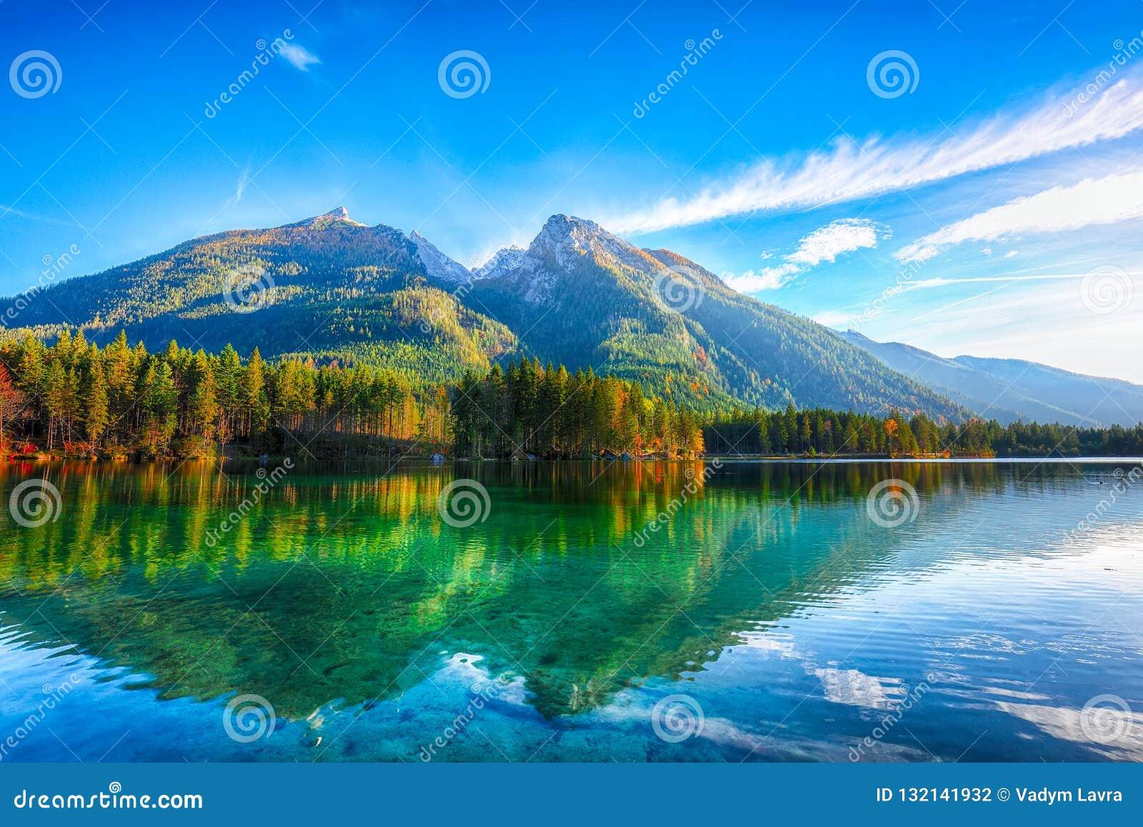 Tramonto fantastico di autunno del lago Hintersee