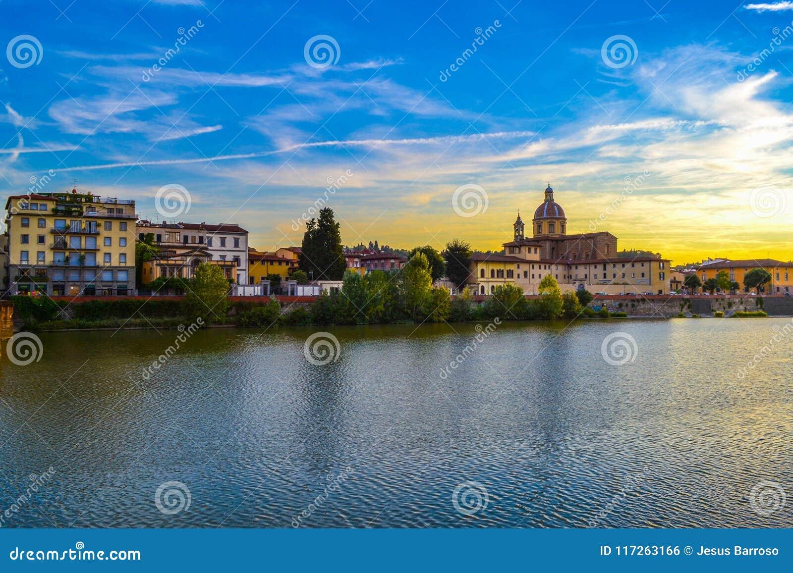 Tramonto nel fiume di Arno con San Frediano nella chiesa di Cestello del Sa