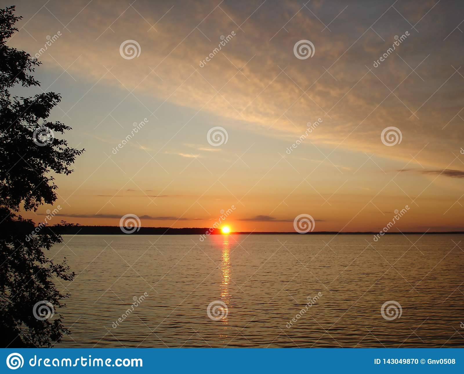 Tramonto nel lago Seliger