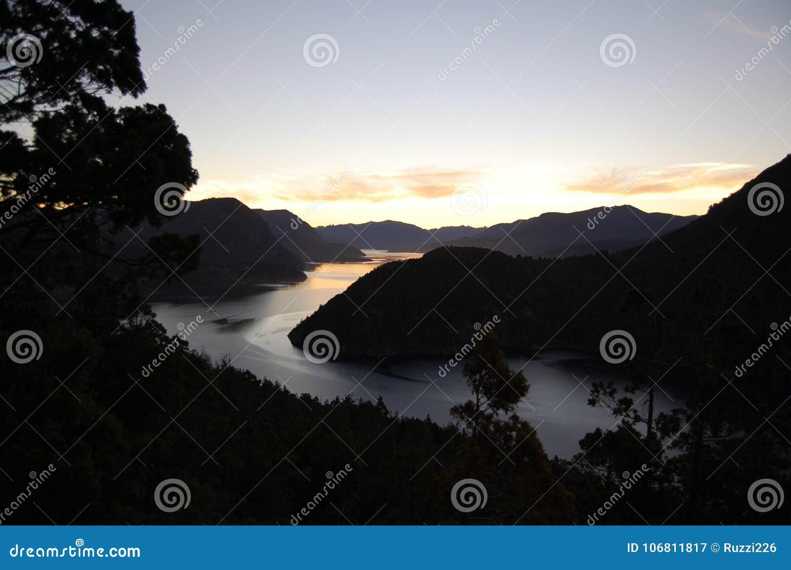 Tramonto nelle montagne delle Ande