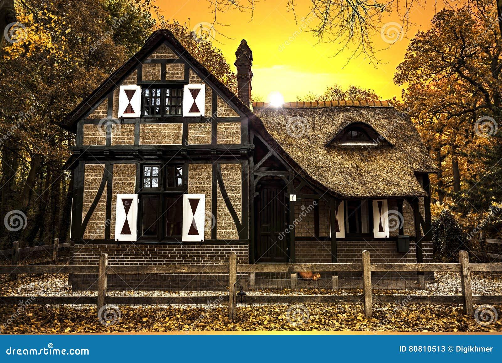 Tramonto olandese della casa di campagna immagine stock for Planimetrie della casa di mattoni