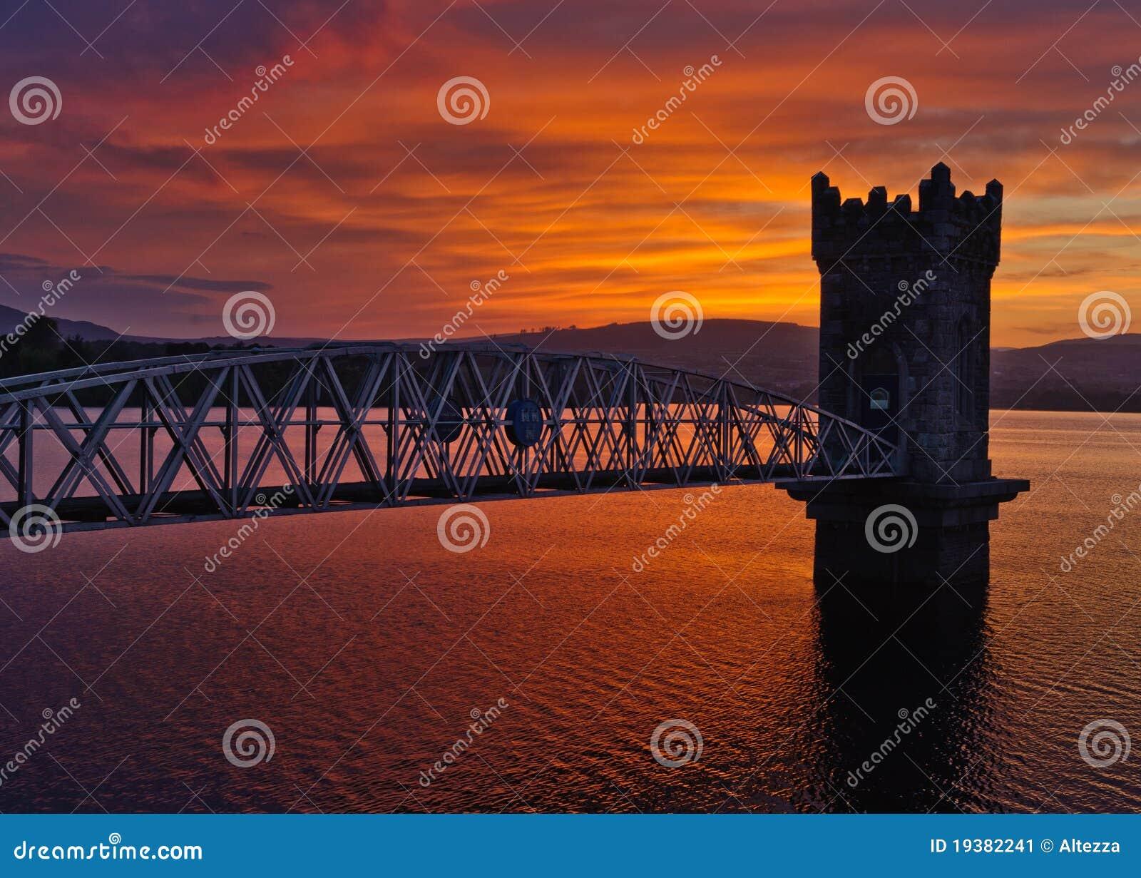Tramonto sopra il ponticello della torretta, Irlanda