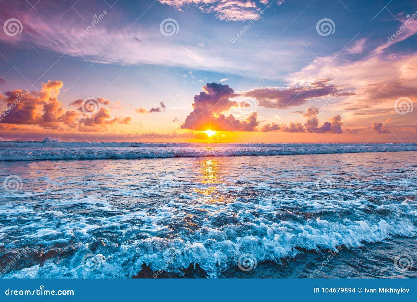 Tramonto sopra l oceano