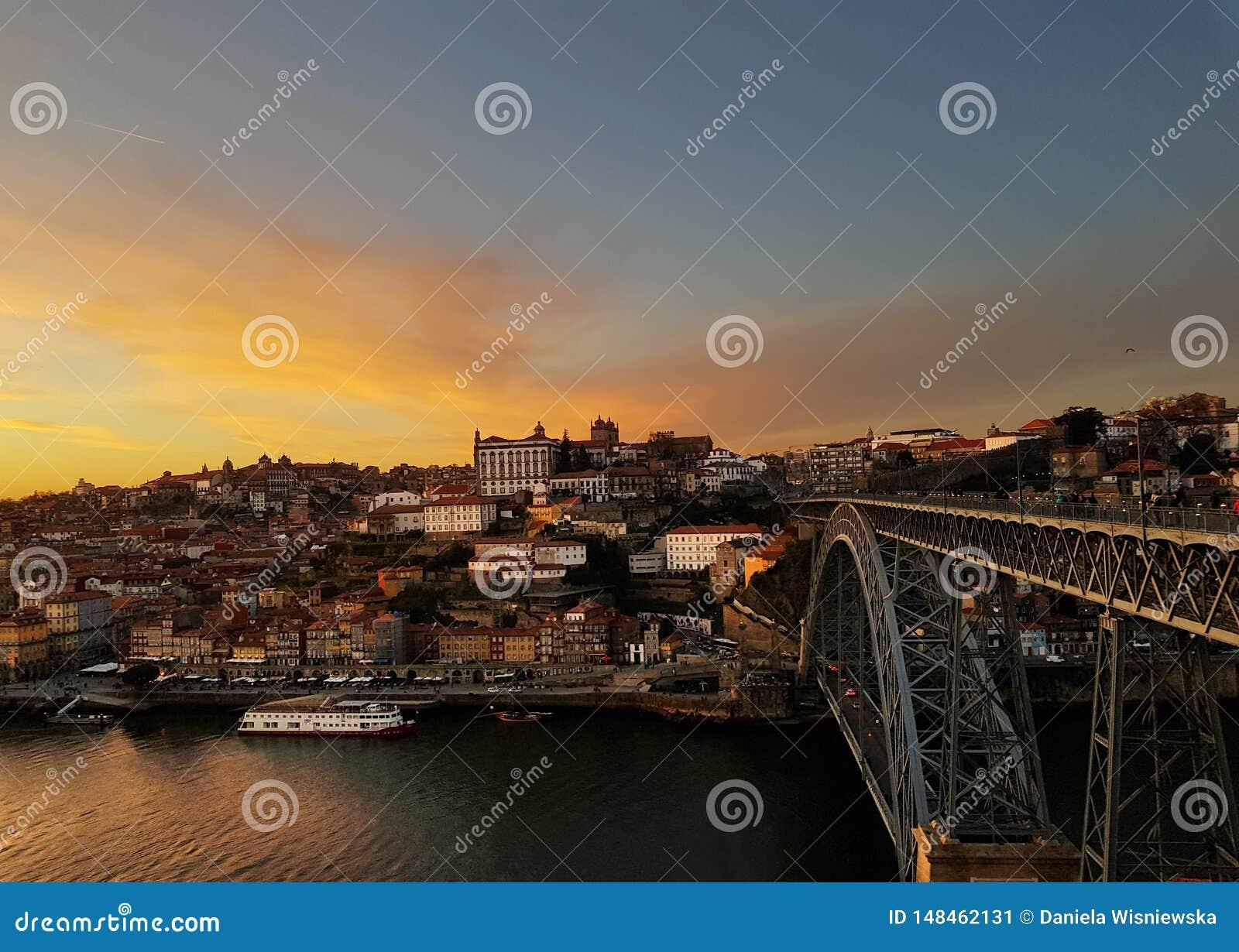 Tramonto sopra Oporto ed il fiume del Duero