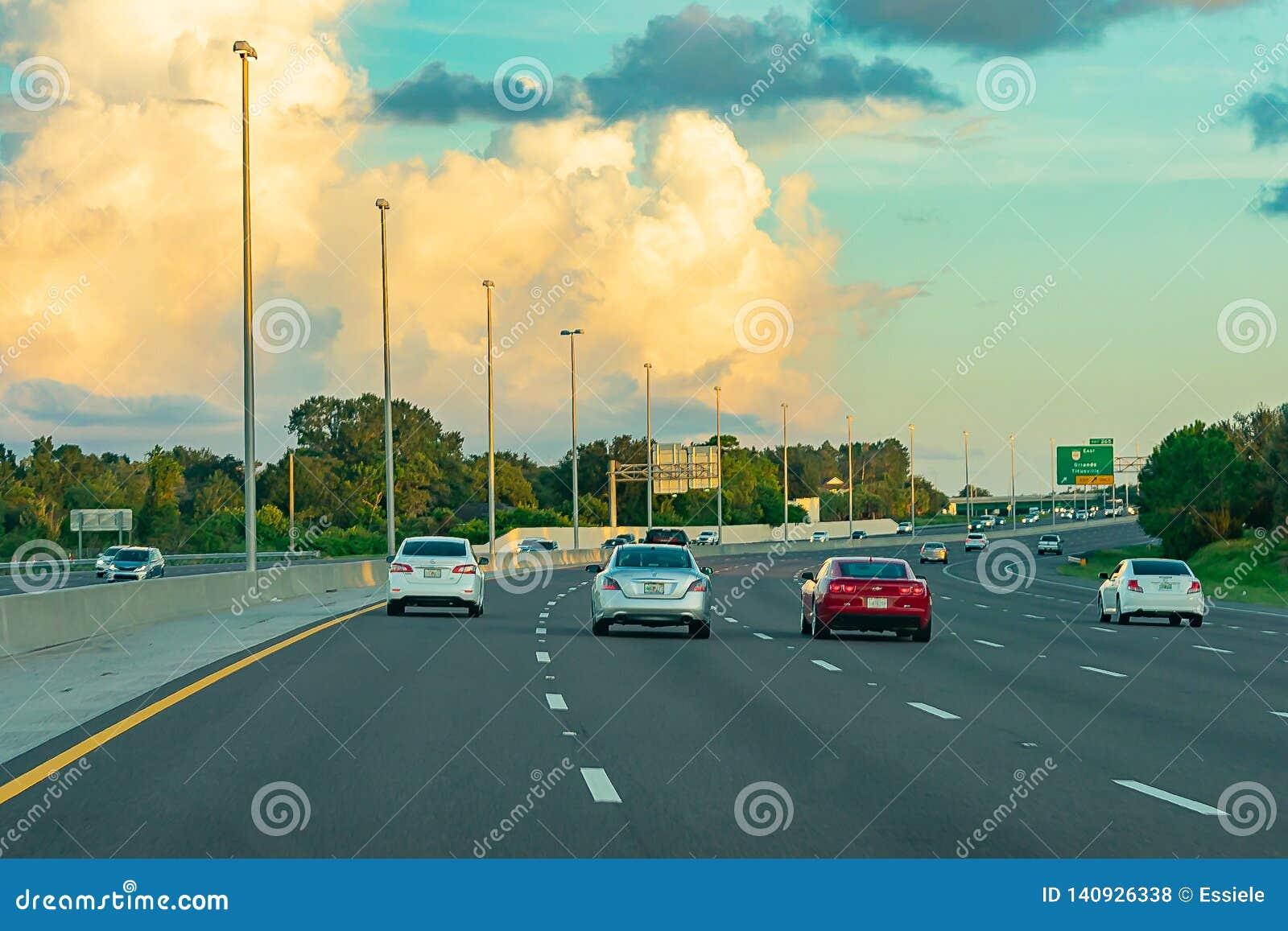 Tramonto sull autostrada - viaggio stradale Atlanta/di Florida