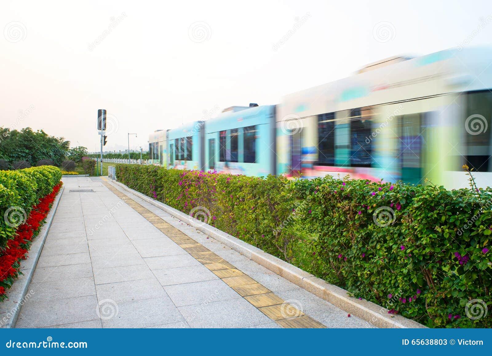 Tramway dans la station