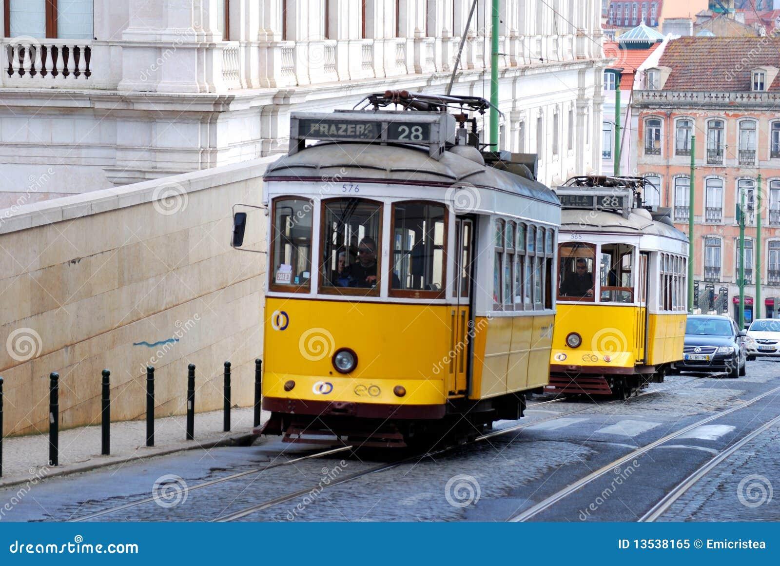 tramway jaune de lisbonne borne limite du portugal image ditorial image du portugal public. Black Bedroom Furniture Sets. Home Design Ideas