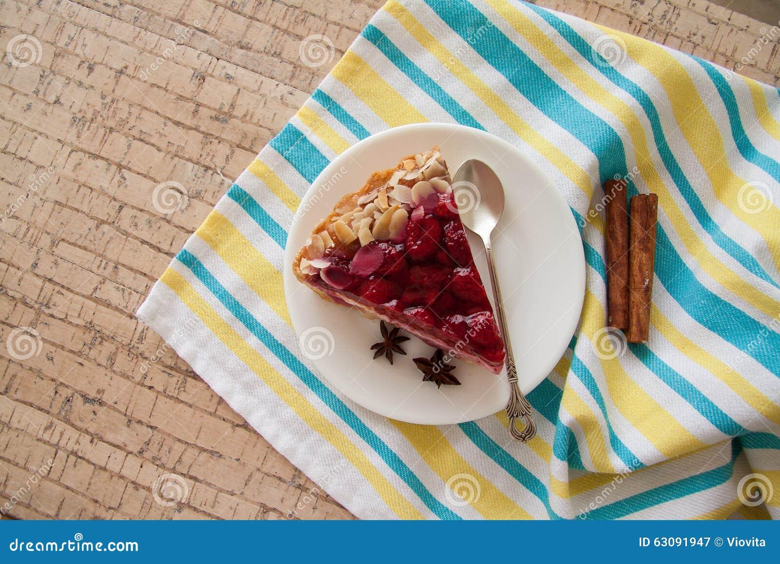 Download Tranche De Gâteau De Framboise Image stock - Image du home, cerise: 63091947